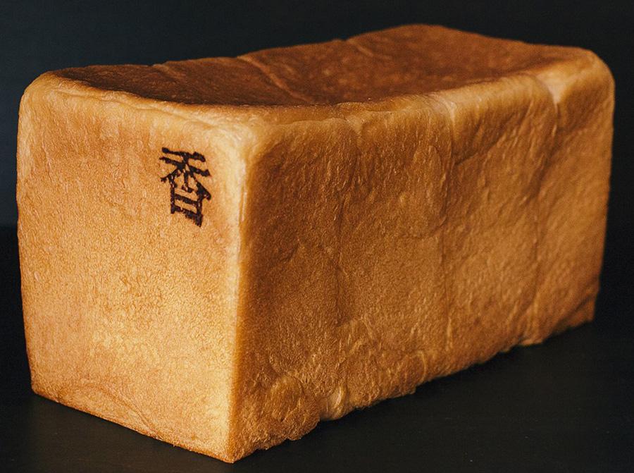 銀座の食パン〜香〜(1本2斤サイズ)1000円(税込)。岩手県「なかほら牧場」の自然放牧乳と国産小麦「キタノカオリ」を使い、ふわふわモチモチ