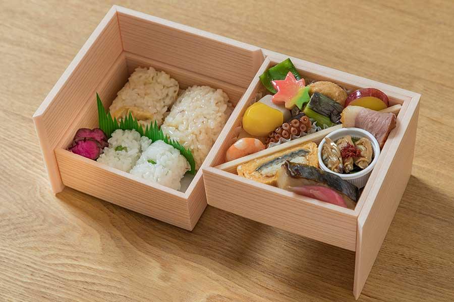 「寿司 竹本」監修・考案したお弁当「折鶴〜おりづる〜」