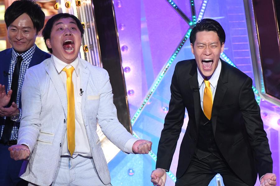 優勝が決まった瞬間の2人©︎2018 M-1GRANDPRIX、©︎ABCテレビ/吉本興業