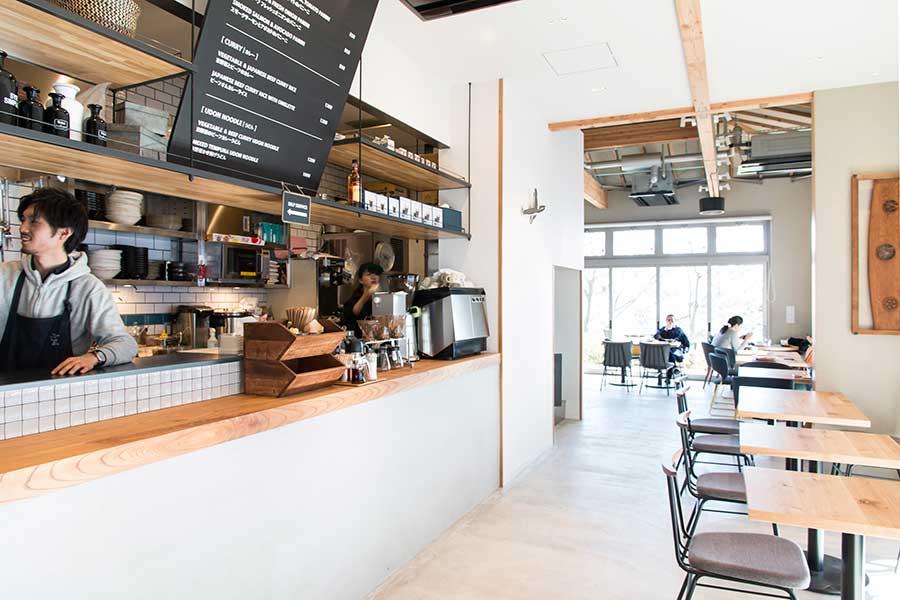 通常時のカフェ、スタイリッシュな空間が魅力