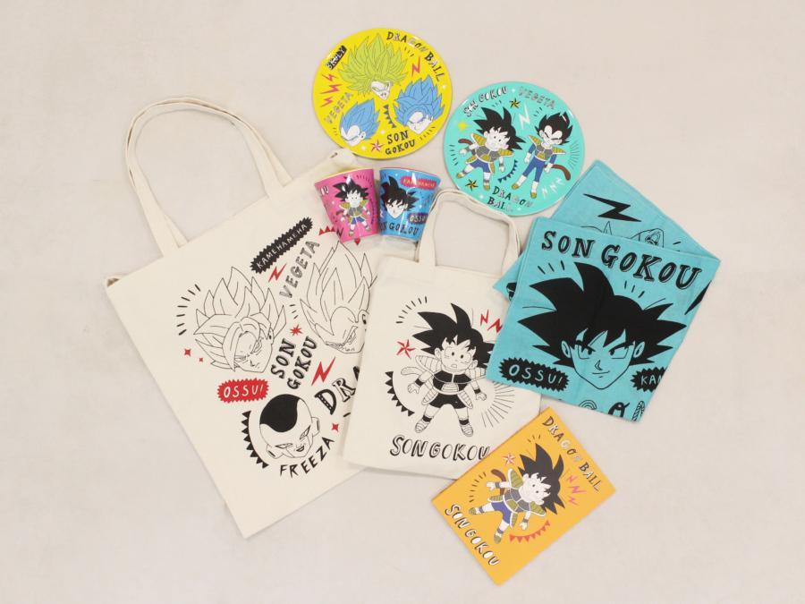 「ドラゴンボール超 ブロリー」ハンカチ(300円)、ミニ2WAYキャンバストートバッグ(300円)、ほか