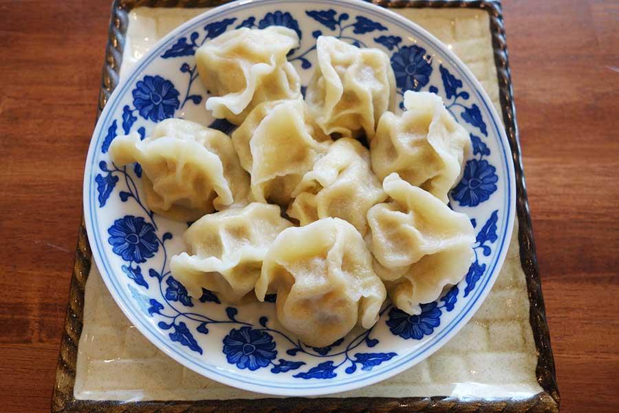 「中国茶房8 なんば店」では、水餃子の種類が豊富