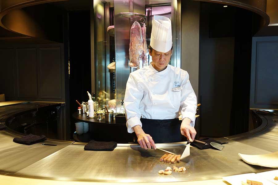 料理人が目の前で焼いて暮れる「ニュー松坂」