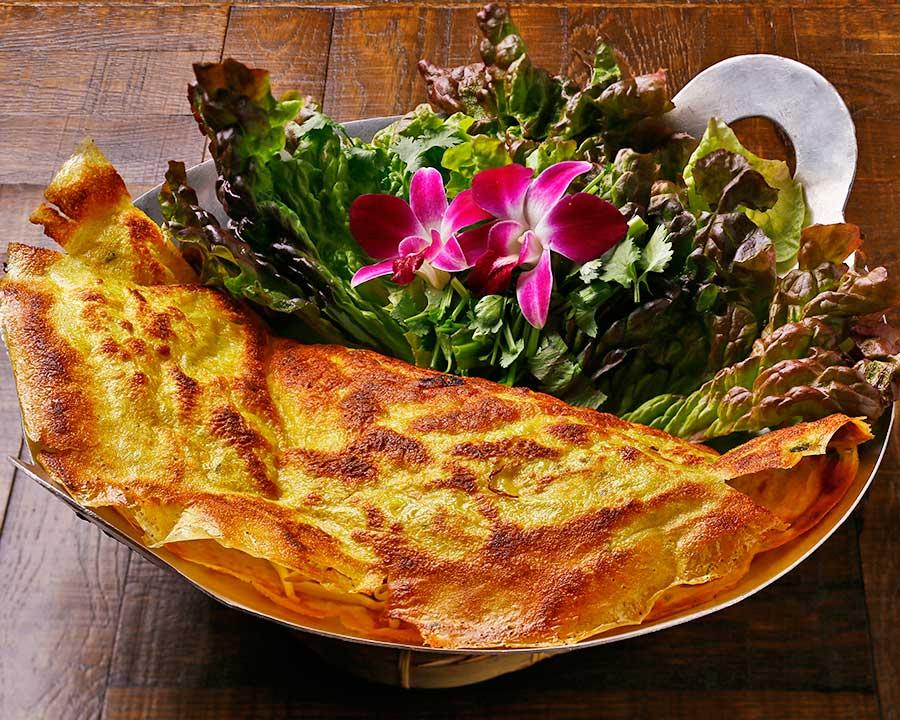「ベトナムレストランカフェ カムオーン」のバインセオ1600円(税別)