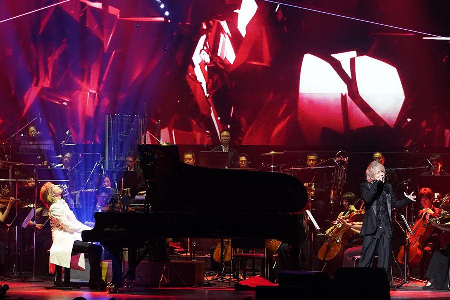 YOSHIKIのクラシックコンサートにスペシャルゲストで登場したHYDE(11月15日・東京国際フォーラム)