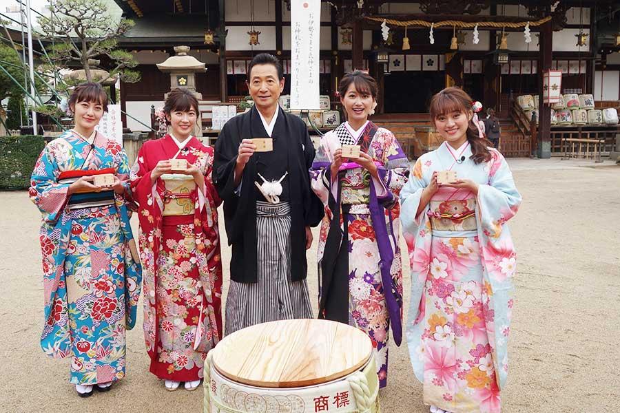 左から松山メアリ、山口実香、三田村邦彦、吉川亜樹、犬塚あさな