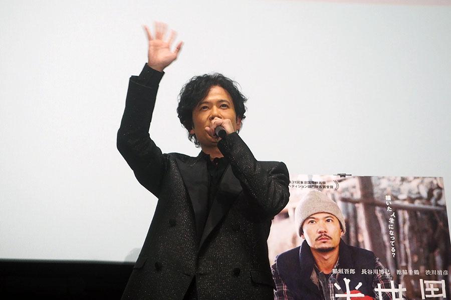 主演映画『半世界』の舞台挨拶に登場した主演の稲垣吾郎(31日・大阪市内)