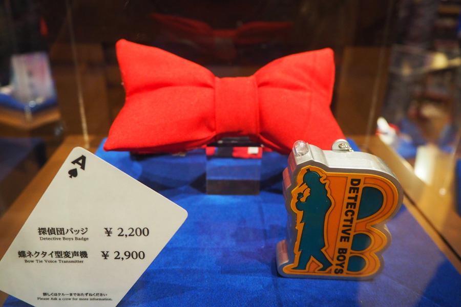 蝶ネクタイ型変声機(2900円)、探偵団バッジ(2200円)
