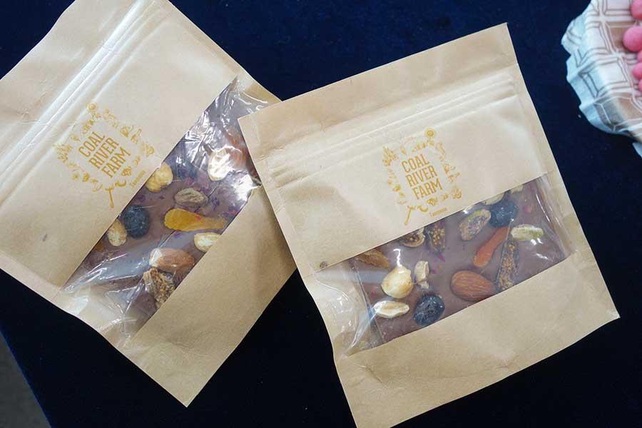 「コールリバーカフェ」のチョコレートなどを催事やカタログで販売予定