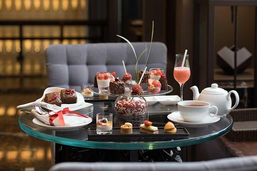 紅茶は、ドイツ・ロンネフェルト社のプレミアムティー18種類と最高級茶葉「ティースター・コレクション」4種、オリジナルのハウスブレンドから選べる