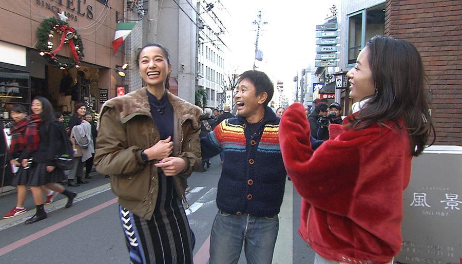 おいしいコロッケを探して京都の街を歩く高橋メアリージュン、高橋ユウ、浜田雅功
