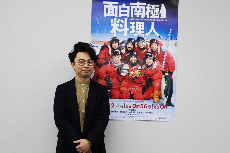 浜野謙太は、「緋田さんとマキタスポーツさんがお尻を出してぶつけるのはアドリブ」と撮影裏話も披露