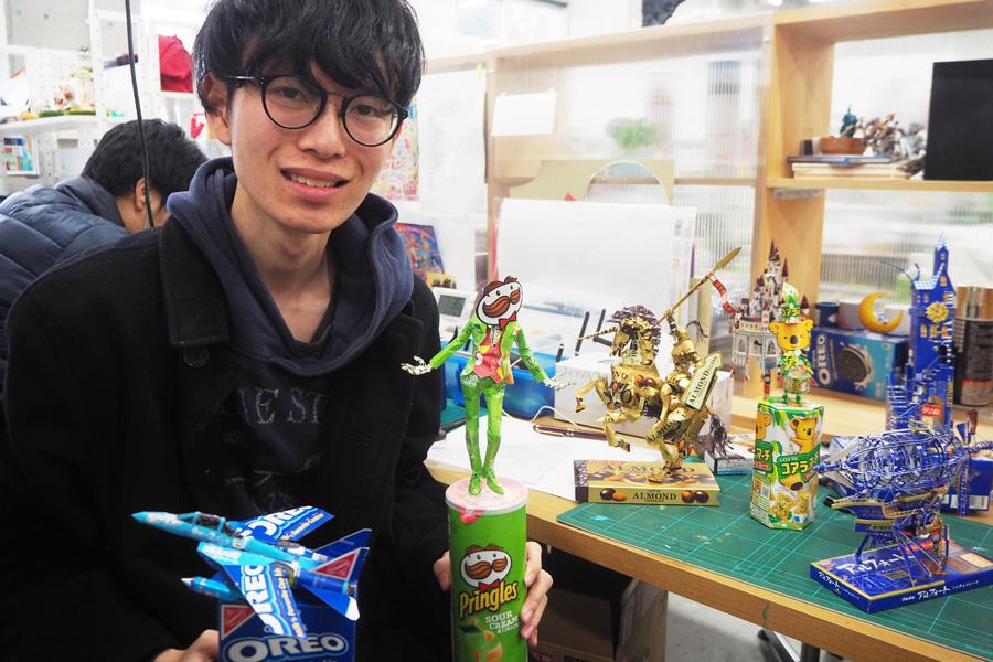 空箱工作をきっかけにテレビ取材が増えたという、「神戸芸術工科大学」3年生のはるきるさん(河口晴季さん)