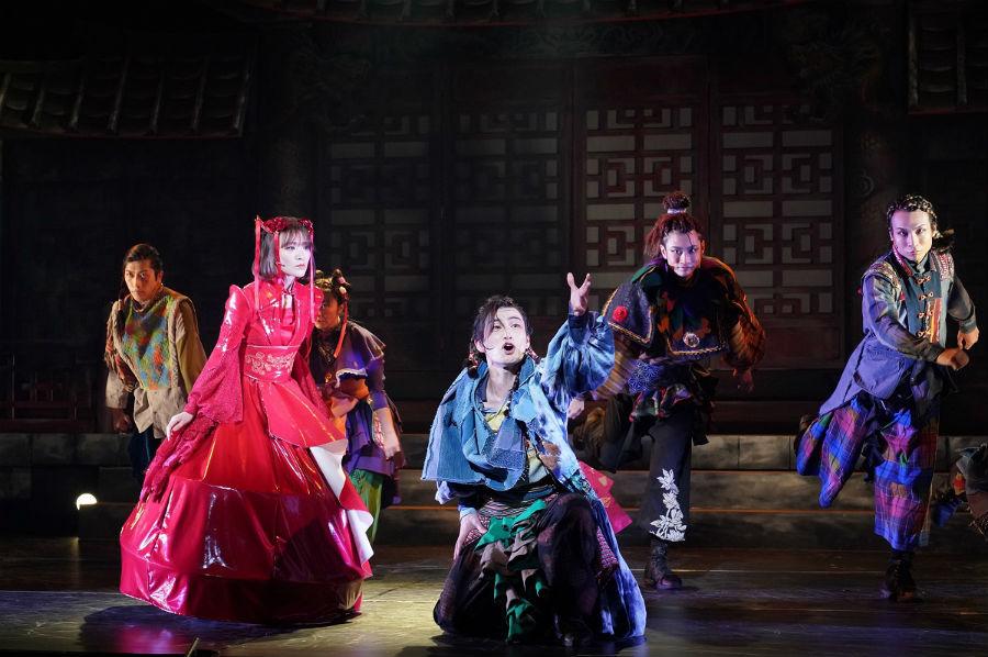 東京の初日を迎えた舞台(池袋 サンシャイン劇場) 写真/金丸圭