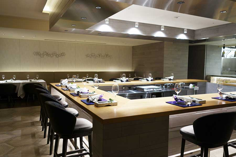 イタリアン「スカーラエ」の「シェフズテーブル」では、調理する姿を目の前で楽しめる