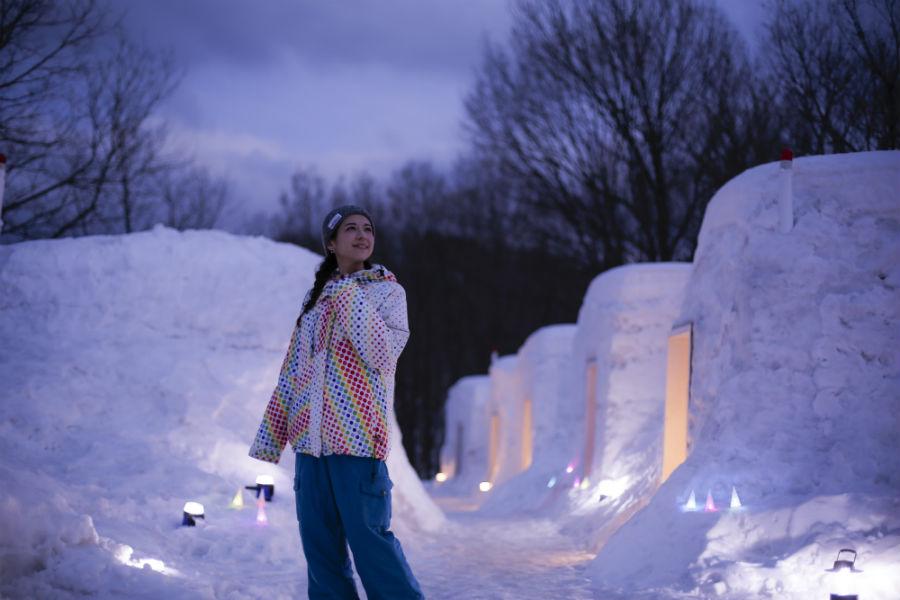 昼は雪遊びを、夜には幻想的な雰囲気を堪能できる