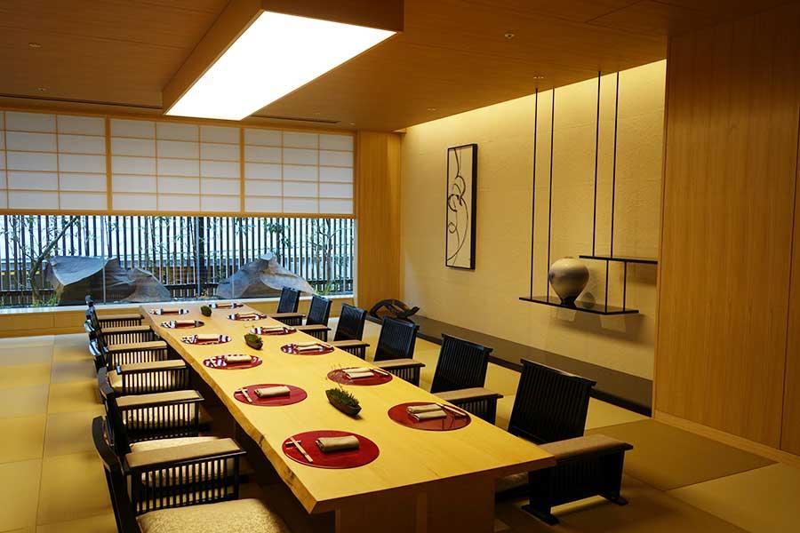 日本料理「キザハシ」の個室。こちらは室料2万円