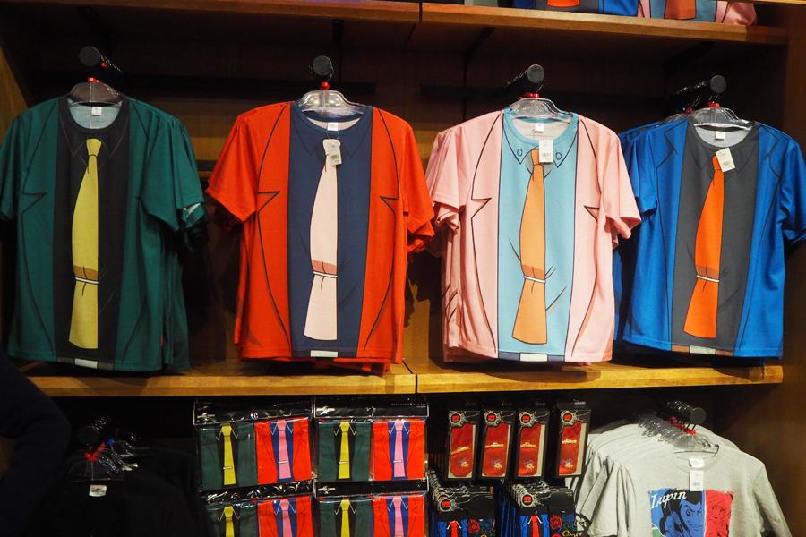 Tシャツ(各3900円)