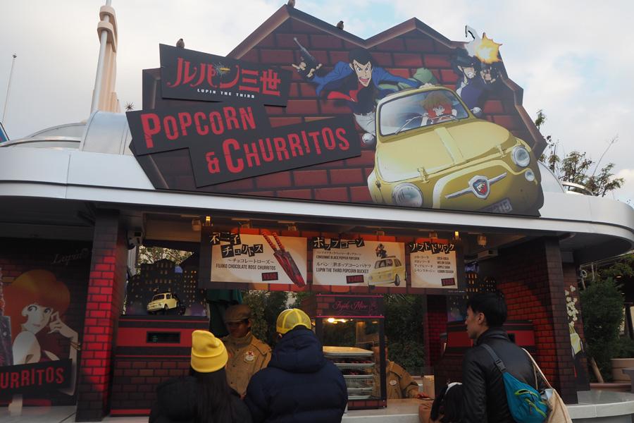 ルパン三世のフードカートでは、ポップコーンのほか、チョコレートローズ味の不二子チュリトス(550円)も