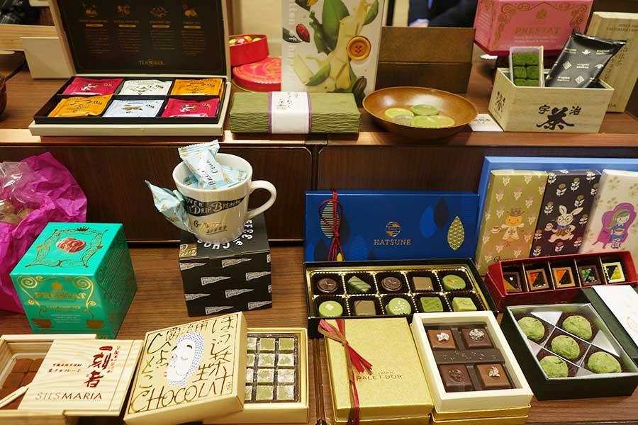 メーカー別ではなく、抹茶、ほうじ茶、コーヒーなど「のみものチョコ」という括りで紹介