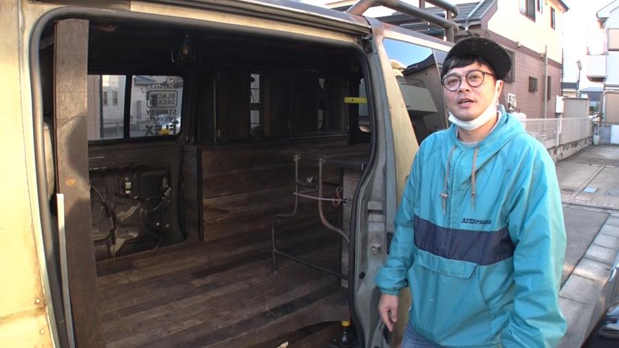 「経済産業省製造産業局長賞」を獲ったデモカーの内装。廃材を使ってウッド調に仕上げた 写真提供:MBS
