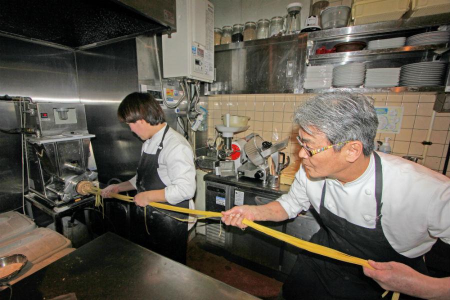 商品開発し完成した超ロングパスタ。注文時に麺の長さを宣言する