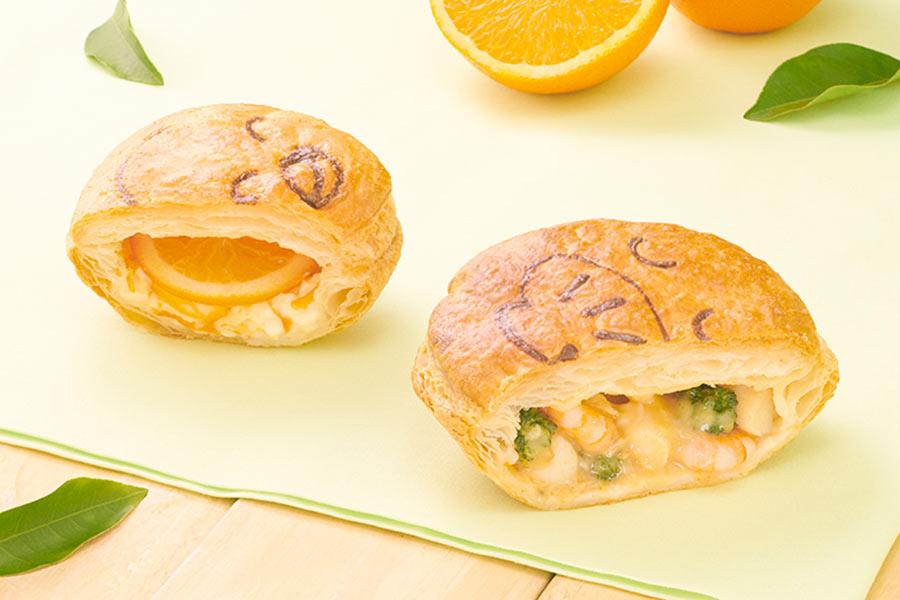 左から、オレンジモチーフの顔が描かれた「オレンジレアチーズ」(345円)と、「小柱と小エビのエビクリーム」(421円)。いずれも3月1日から発売