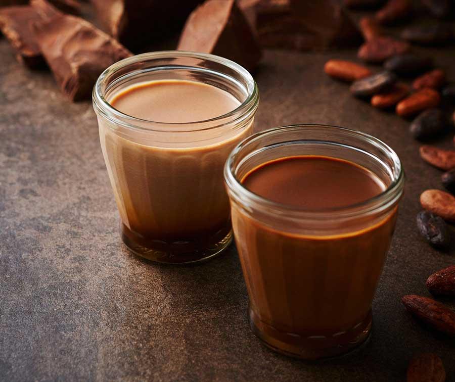 究極のチョコレートプリン、手前からクラシックダーク、リッチミルク