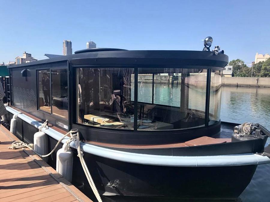 日本初の寿司船が、大阪ベイエリアを周遊する