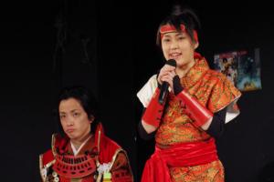 「海外の方にも喜んでもらえた」と話す南園(右)と、「海外の方だけに目を向けるだけでなく、大阪の文化を日本の方にも楽しんでいただくためにもがんばりたい」と意気込む真田幸村役の田中尚樹