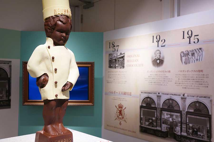 ベルギーのブランド・ノイハウスによるチョコ製・小便小僧。コックコート着用バージョン