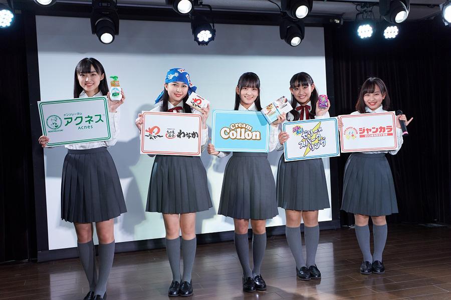 発表会に出席したたこやきレインボー(左から春名真依、彩木咲良、清井咲希、根岸可蓮、堀くるみ)