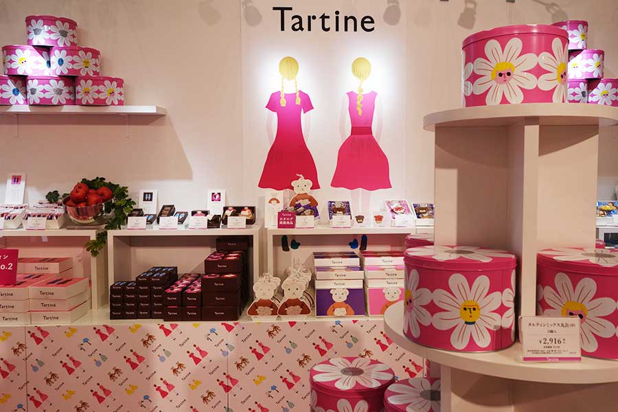 双子のイラストやカラーリングがかわいいお菓子ブランドのタルティン