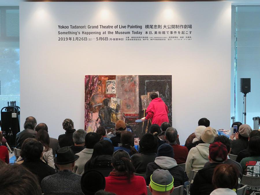 1月26日の展覧会初日に公開制作がおこなわれ、大勢の観客が詰めかけた