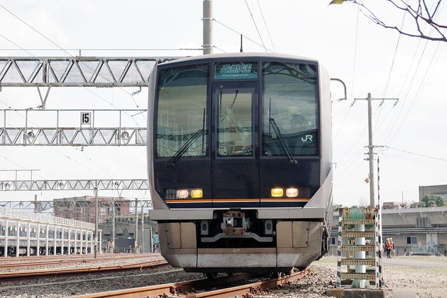 「直通快速」に採用された321系車両