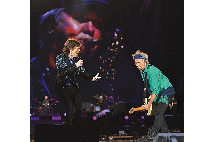 44年ぶりに「ハイド・パーク」でライブを披露したミック・ジャガー(左)とキース・リチャーズ