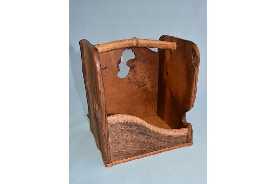三好木屑の製作した指物「淀川舟板煙草盆」