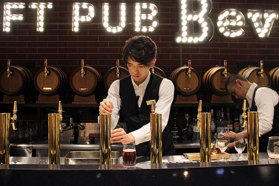 大阪のクラフトビール、シードルなど多彩なお酒を楽しめるパブ空間