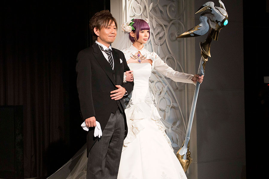 神戸でFF結婚式、約100万円の小物も