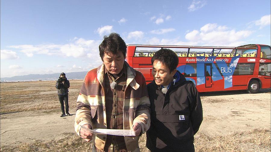 2階がオープンになっている大型バスで、万博開催予定地の夢洲を巡ることに 画像提供:MBS