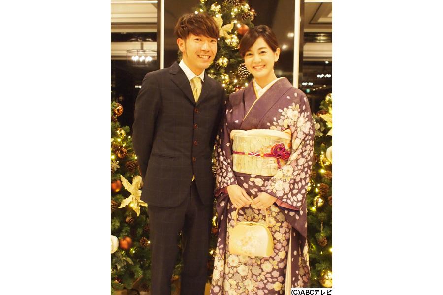 結婚を発表したアキナ秋山(左)と、ABCテレビ塚本アナウンサー(写真提供:ABCテレビ)