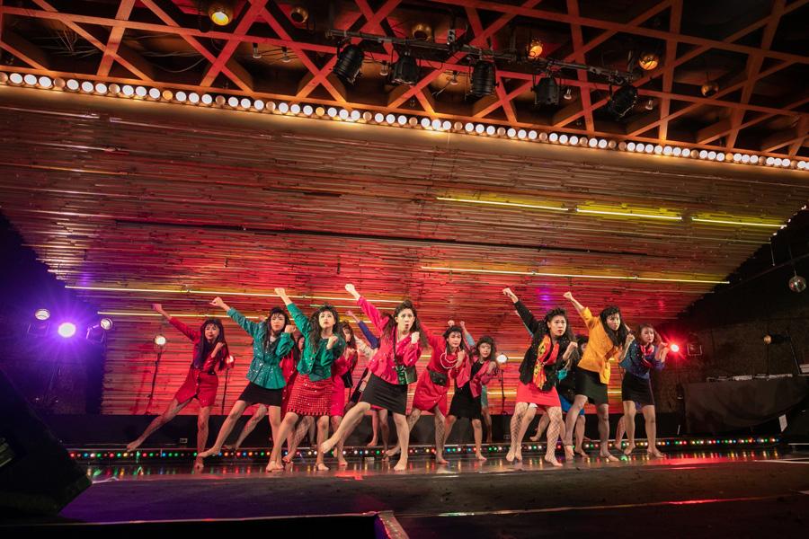 荻野目洋子の『ダンシングヒーロー』で踊るバブリーダンスが日本中を湧かせた2017年組の登美丘高校ダンス部OGが登場
