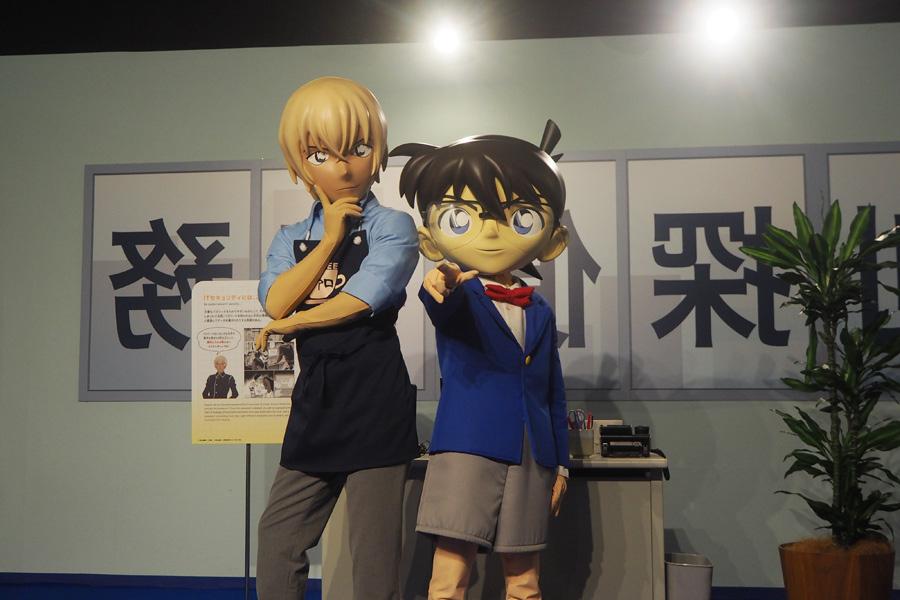 8日の内覧会に登場した安室透(左)と江戸川コナン