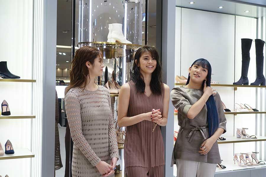 彼女たち3人が気に入ったのは右上に見えるニーハイ・ブーツ105000円