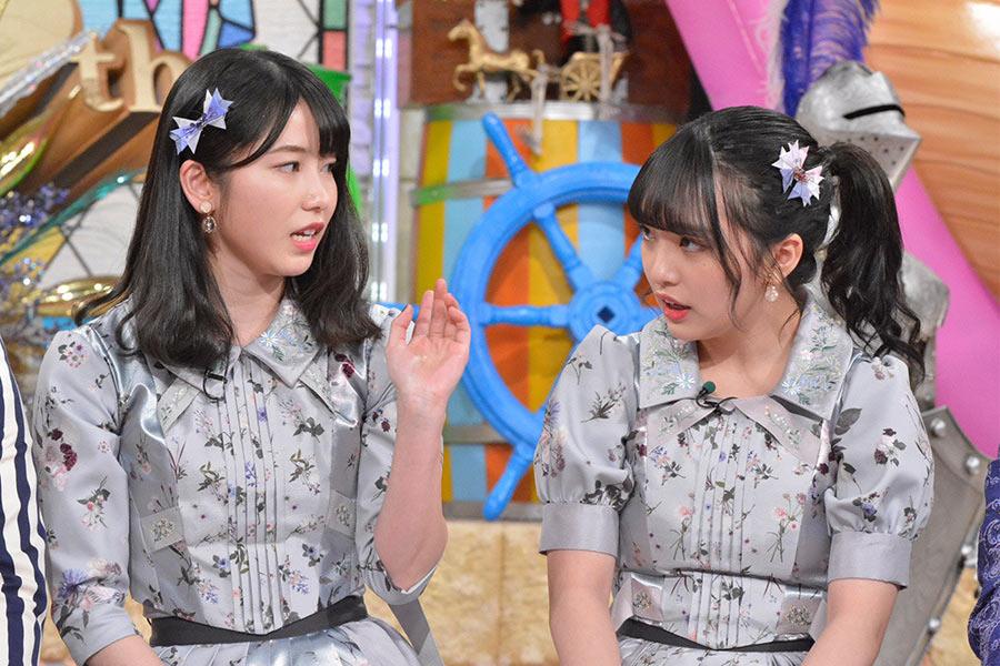 AKB48グループ総監督の横山由依(左)、次期総監督の向井地美音 © ytv