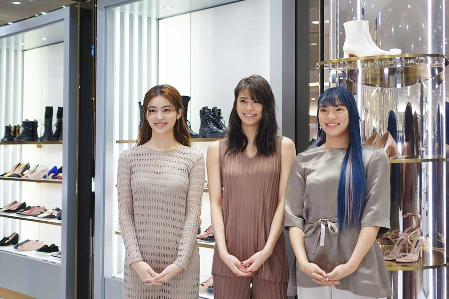 左から、楓、佐藤晴美、須田アンナ