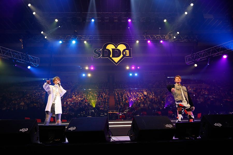 (左から)ボーカルの中島颯太、八木勇征(23日、大阪城ホール)写真:LIVE SDD 2019 official Photo