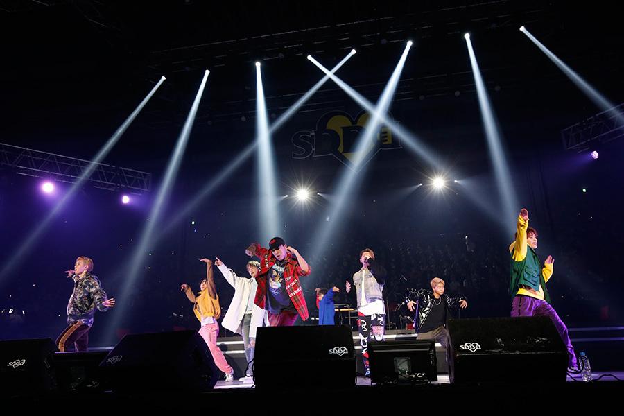 大迫力のパフォーマンスで会場を盛り上げたFANTASTICS from EXILE TRIBE(23日、大阪城ホール)写真:FM OH!提供