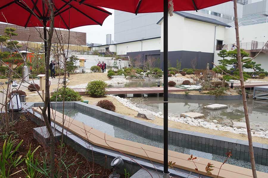 足湯もある日本庭園