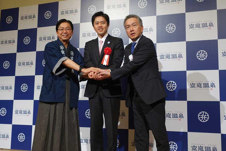 左から、荒井岳さん、吉村洋文さん、山下明男さん